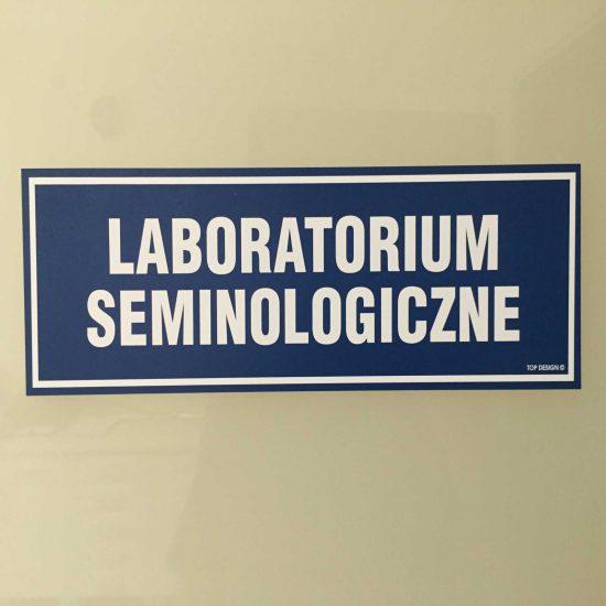 tabliczki informacyjne na drzwi laboratorium